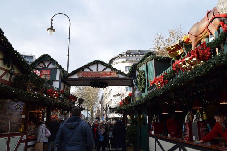 Рождественская ярмарка Кёльна Nikolausdorf – деревня Святого Николая (Weihnachtsmarkt auf dem Rudolfplatz)